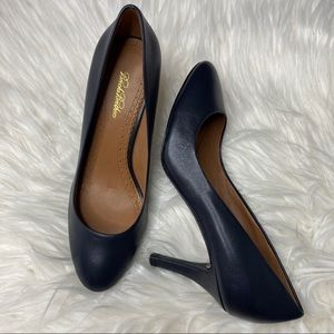 Brooks Brothers Navy Leather Classic Heels 7